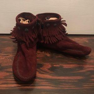 Minnetonka Double Fringe Suede Boots Size 9.5